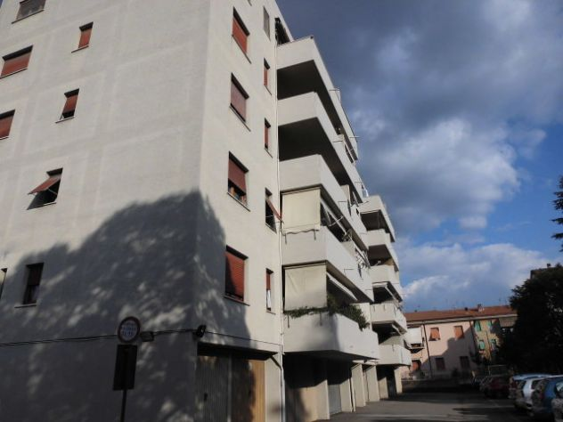Posti auto coperti di varie superfici tra Via Turati e Via Mentana  a Terni