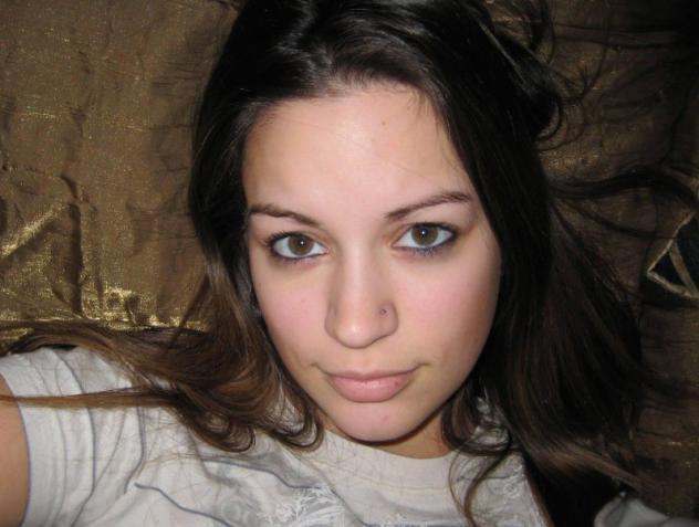 Donna di Pietrasanta, 22 anni.  Fisico Magro