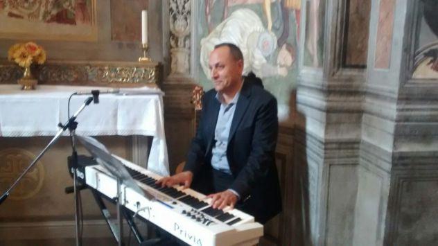 Intrattenimenti e lezioni di pianoforte , canto e batteria - Foto 3
