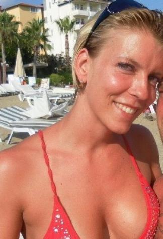 Donna di Matera, 33 anni.  Fisico Sportivo