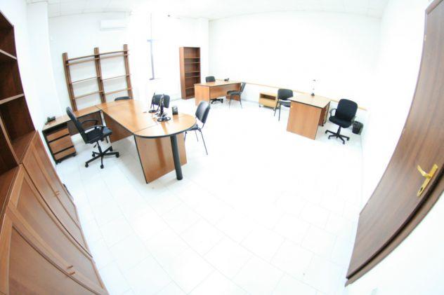 Ufficio arredato fino a 6 persone con posti auto, open space.