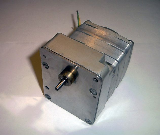 Motore elettrico, sincrono, da 75 RPM