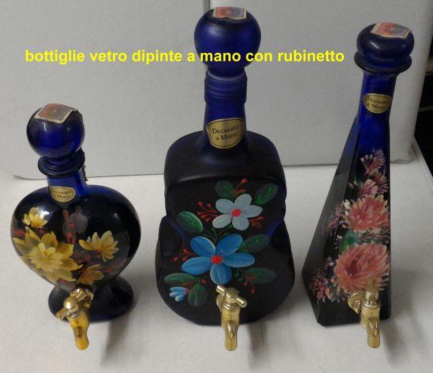 Bottiglie in vetro dipinte a mano con rubinetto con vino liquoroso