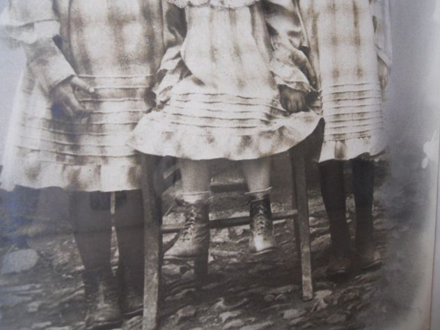 foto del 1890 sorelle a Nucetto (CN) - Foto 5