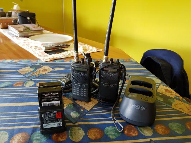 2 Radio Ricetrasmittenti Keenwood TH 22E e accessori