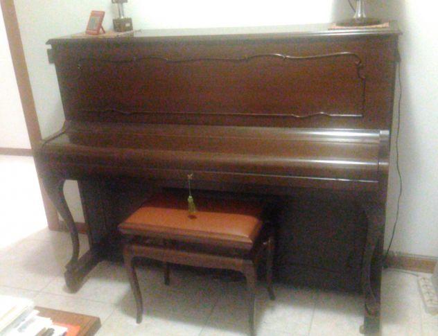 PIANOFORTE VERTICALE SCHULZE POLLMANN IN NOCE, ANNI '70