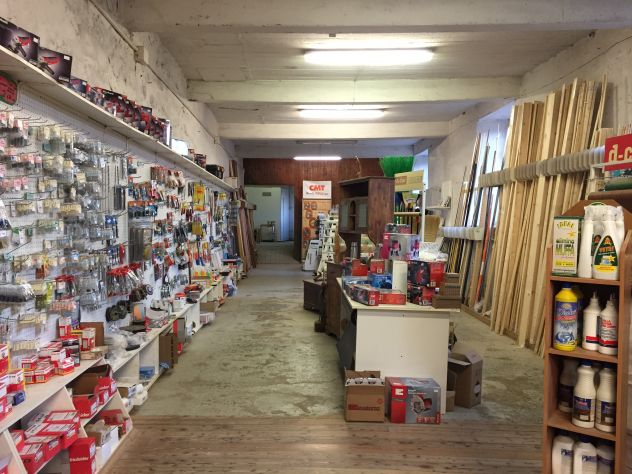 Genova - Busalla.Vendesi locale commerciale.