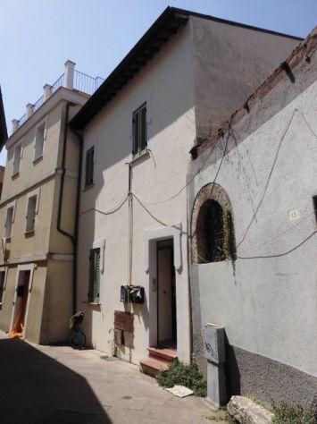 Trilocale ristrutturato nel 2007 a Terni centro
