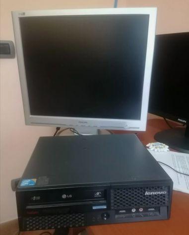PC desktop Lenovo con monitor