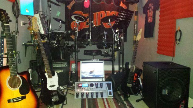 Gruppo con sala musica climatizzata, strumenti, impianto voci, ecc... - Foto 3