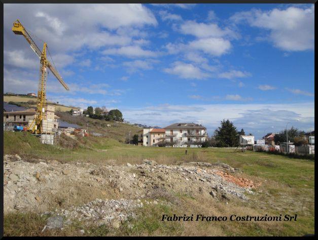 Terreni Edificabili a Destinazione Uso Residenziale/Commerciale - Foto 4