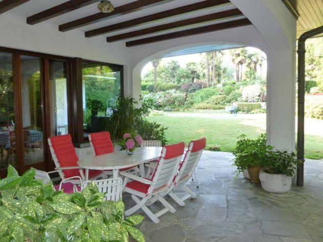 Vendesi prestigiosa villa con piscina, due appartamenti, totalmente arredata. - Foto 5