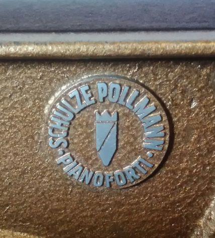 PIANOFORTE VERTICALE SCHULZE POLLMANN IN NOCE, ANNI '70 - Foto 8