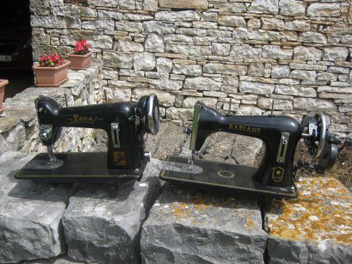 Antiche macchine da cucire