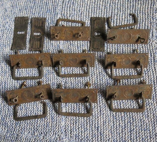 N ° 8 maniglie in ferro e ottone patinato con 3 bocchette -