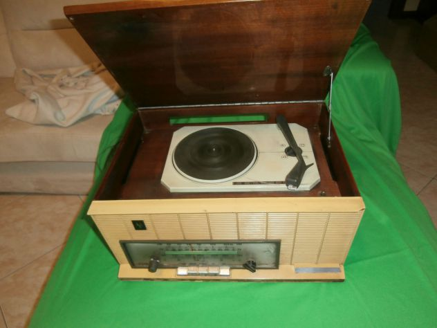 Vecchia radio giradischi PHNOLA mod.RFY 6525