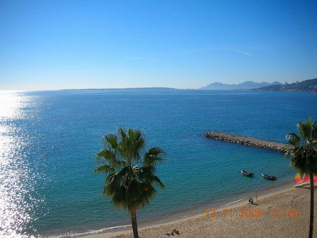 Costa Azzurra - Bilocale su spiaggia di sabbia dorata