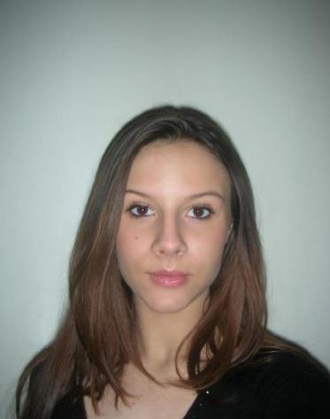 Donna di Lecce, 24 anni.  Fisico Magro