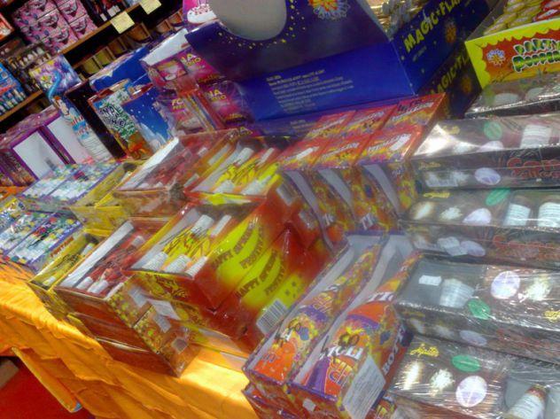 negozio pirotecnica fuochi artificiali botti fumogeni a Milano - Foto 2