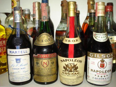 Cerco Vecchie bottiglie Whisky Rhum Chartreuse Cognac