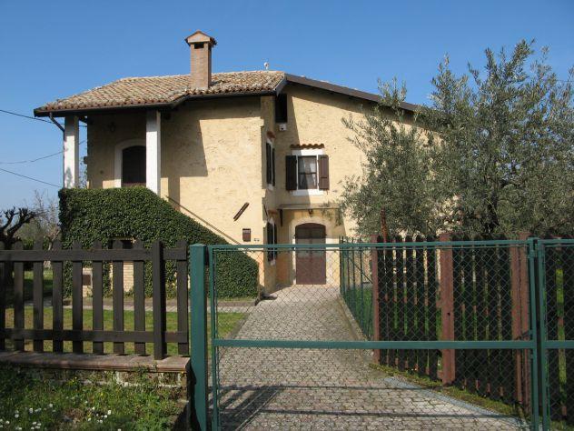 Casa in campagna con ampio giardino ed oliveto
