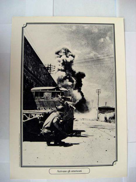 Riproduzione foto a Livorno titolo-ARRIVANO GLI AMERICANI- serie - ANNI DI  …