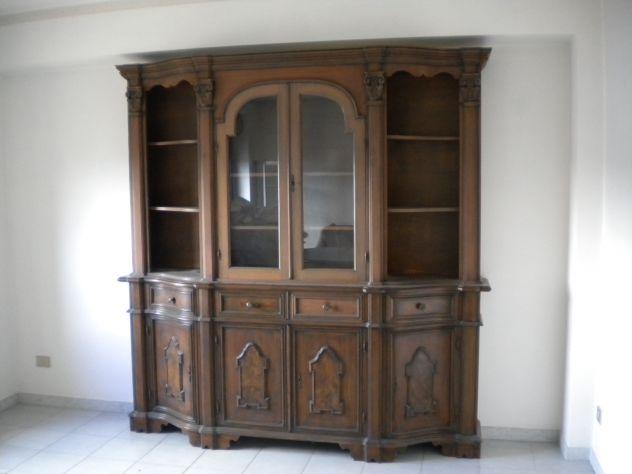 Soggiorno classico completo realizzato in legno color noce, usato. - Foto 2