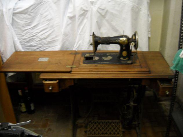 Antica macchina da cucire primi '900