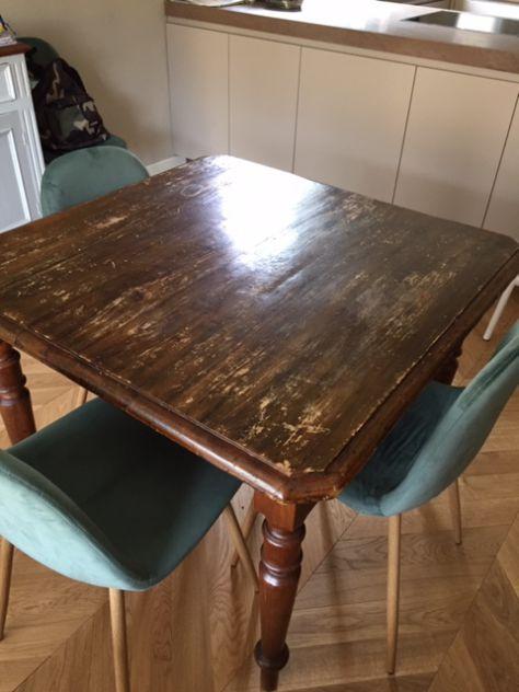 Tavolo quadrato Italia e sedie
