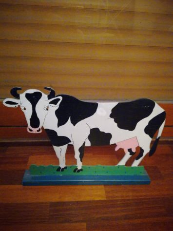 Mucca svizzera pitturata