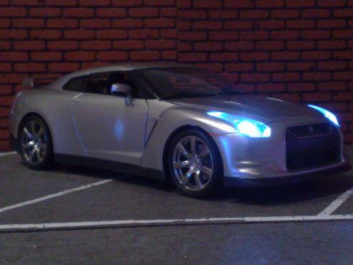Modellino Nissan Skyline 1:18 Xenon