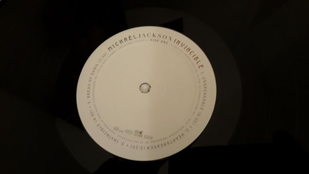 MICHAEL JACKSON, INVINCIBLE,  (ALBUM)  DOPPIO LP, 2001 TRADEMARK. - Foto 2