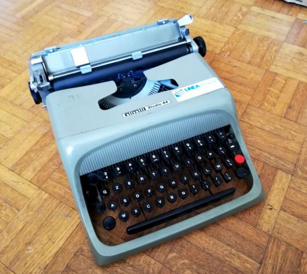 Macchina per scrivere meccanica Olivetti Studio 44