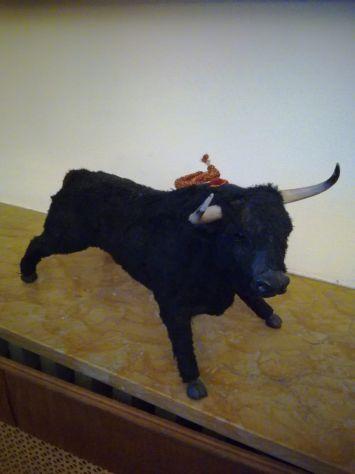 Toro ricoperto di stoffa