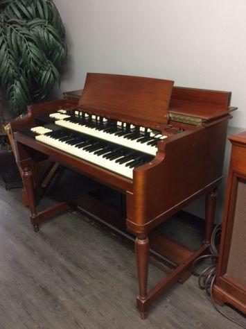 A Collezionista e Musicista Organi Hammond e altre Marche Ricondizionati.