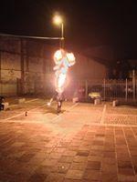 trampolieri giocolieri spettacolo fuoco artisti da strada sputafuoco - Foto 3