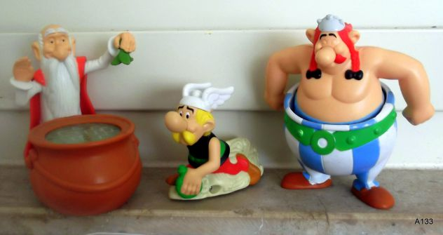 3 MCDONALDS HAPPY MEAL ASTERIX, OBELIX, PANORAMIX 2008.