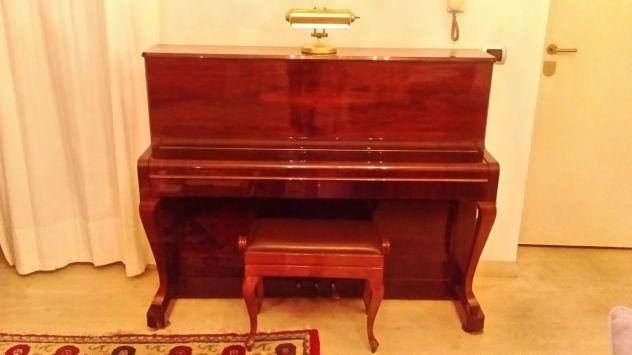 Vendo Pianoforte Petrof verticale 114 h.,color mogano,mod. Chippindale