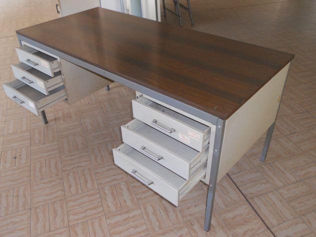 Scrivania Ufficio In Metallo : Scrivania olivetti in metallo con cassetti annunci messina