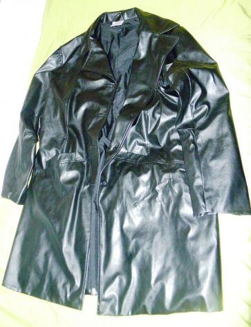 Cappotto in ecopelle nera taglia 52