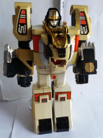 POWER  RANGERS  ( FIGURE BANDAI LION )