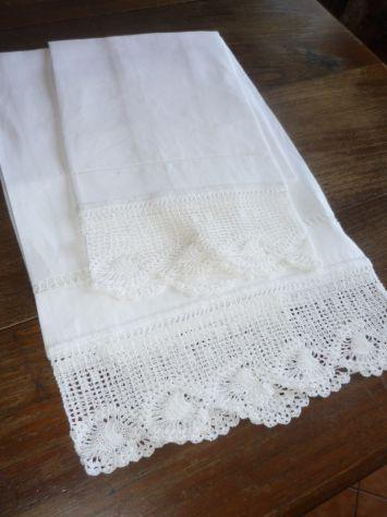 Tovaglie,asciugamani,grembiuli,centrini ricamati o dipinti a mano - Foto 9