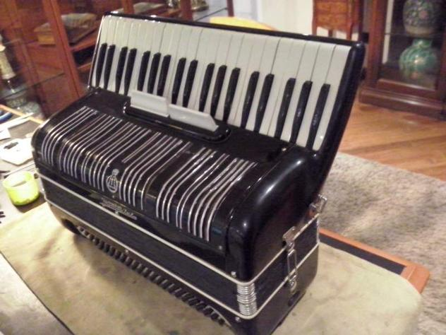 Fisarmonica frontalini 120 bassi nera restaurata
