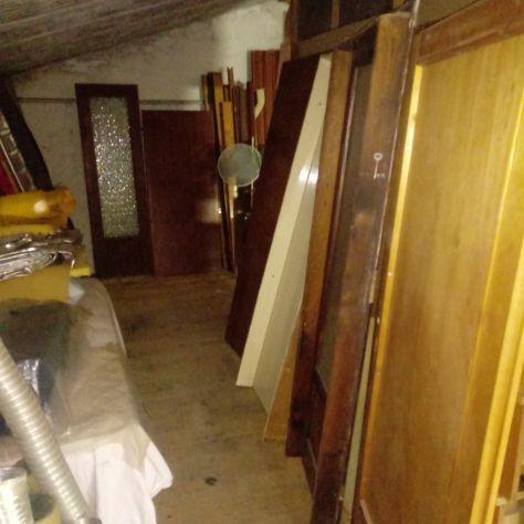 Ex falegname dispone di porte in legno