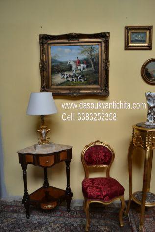 Tavolino angolare stile Luigi XVI con piano in marmo sagomato