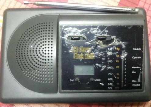 Radiosveglia al quarzo con display non retroilluminato