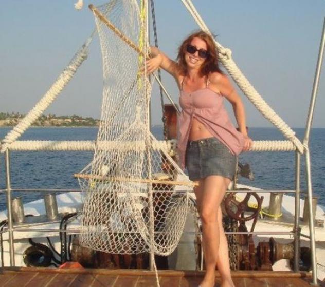 Donna di Napoli, 32 anni.  Fisico Normale