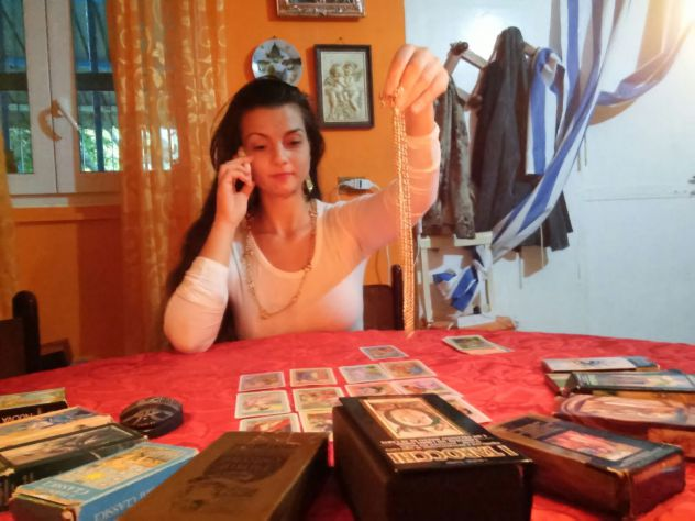CHIAMA AL 389.4989052...SENSITIVA CARTOMANTE LUISA...CONSULTO A 40€