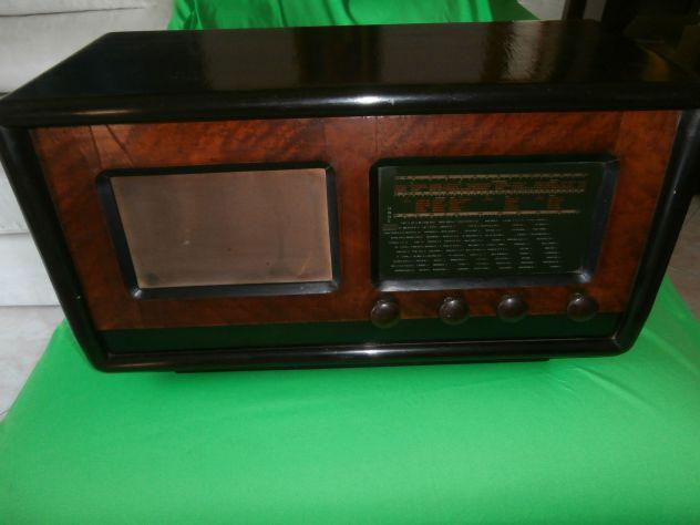 Vecchia radio d'epoca a valvole marca PHONOLA