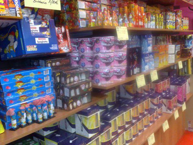 negozio pirotecnica fuochi artificiali botti fumogeni a Milano - Foto 4